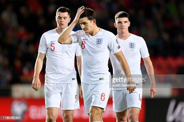 Michael Keane , Harry Maguire and Declan Rice of England look on during the UEFA Euro 2020 qualifier between Czech Republic and England at Sinobo...