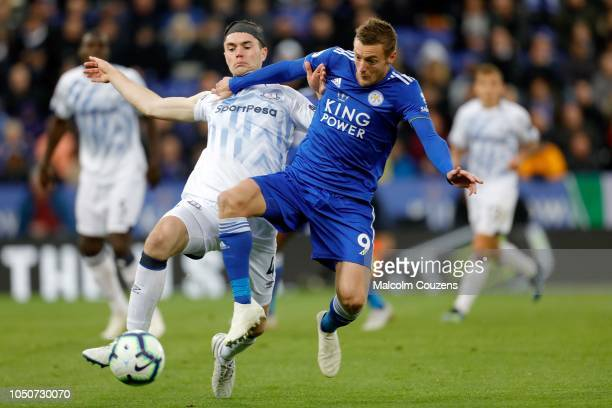Michael Keane of Everton challenges Jamie Vardy of Leicester City during the Premier League match between Leicester City and Everton FC at The King...