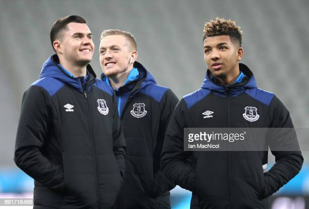 Michael Keane of Everton Jordan Pickford of Everton and Dominic CalvertLewin of Everton take a look around the pitch prior to the Premier League...
