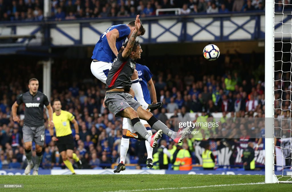 Michael Keane of Everton scores his sides opening goal during the UEFA Europa League Qualifying Play-Offs round first leg match between Everton FC and Hajduk Split at Goodison Park on August 17, 2017 in Liverpool, United Kingdom.
