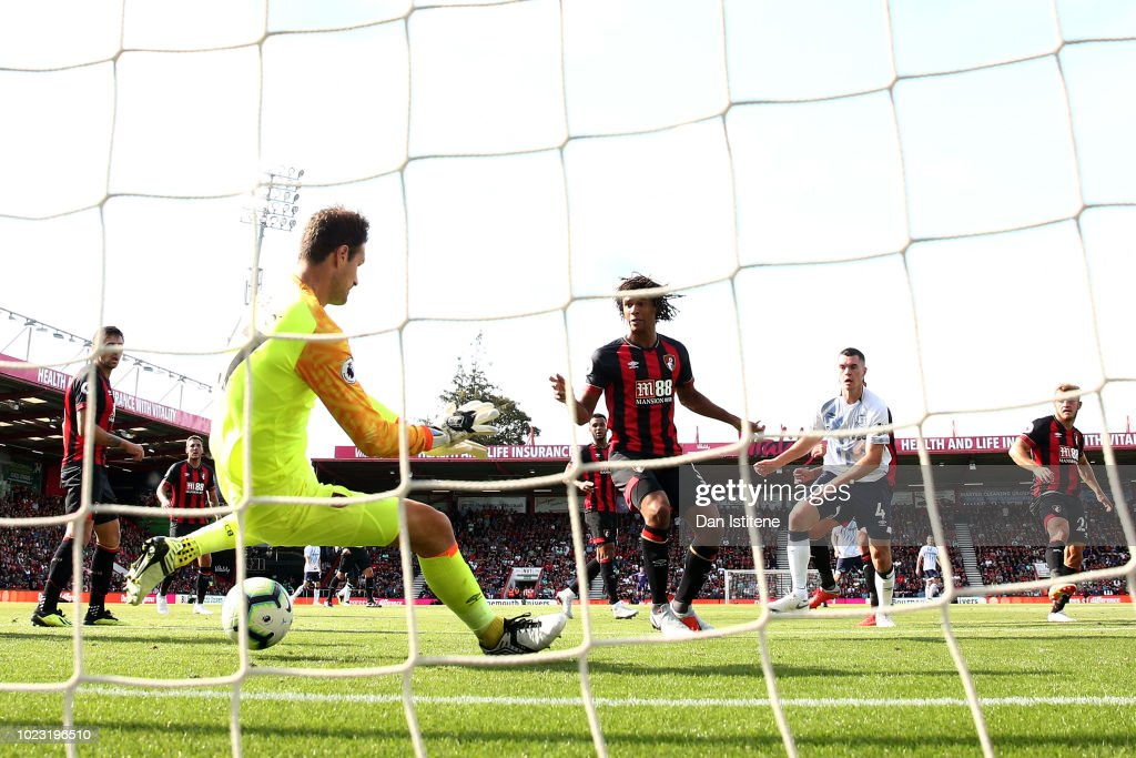 Michael Keane of Everton scores his team's second goal past Asmir Begovic of AFC Bournemouth during the Premier League match between AFC Bournemouth and Everton FC at Vitality Stadium on August 25, 2018 in Bournemouth, United Kingdom.