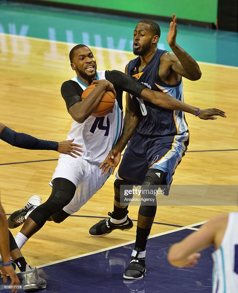 Michael Kidd-Gilchrest of Charlotte Hornets fights through the defense of JaMychal Green of Memphis Grizzlies during the NBA match between Memphis Grizzlies vs Charlotte Hornets at the Spectrum arena in Charlotte, NC, USA on November 21, 2016.