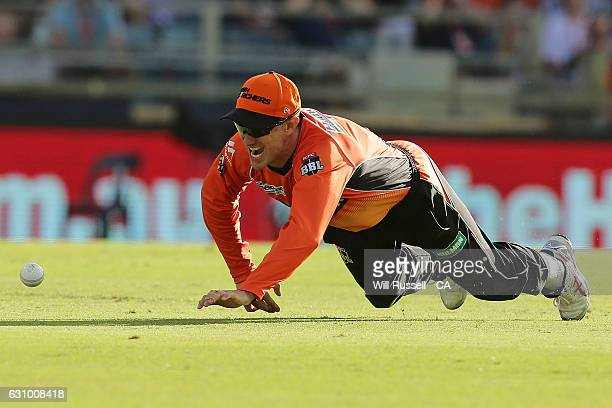 Michael Klinger of the Scorchers misses a catch off Jimmy Peirson of the Heat during the Big Bash League match between the Perth Scorchers and the...