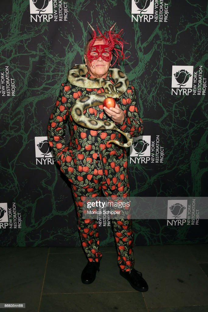 Bette Midler's 2017 Hulaween Event Benefiting The New York Restoration Project : News Photo