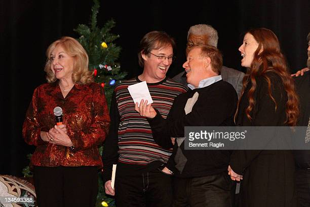 Michael Learned Richard Thomas Eric Scott and Kami Cotler perform during the 40th Anniversary Reunion Of The Waltons at Landmark Loew's Jersey City...