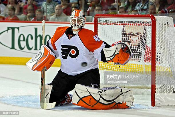 Michael Leighton of the Philadelphia Flyers makes a save against the Montreal Canadiens in Game 4 of the Eastern Conference Finals during the 2010...