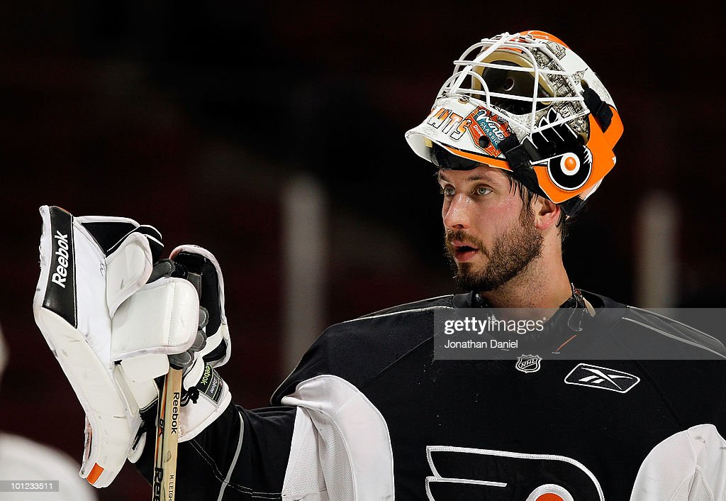 Michael Leighton #49 of the Philadelphia Flyers takes a break during Stanley Cup practice at the United Center on May 28, 2010 in Chicago, Illinois.