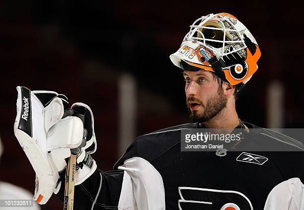 Michael Leighton of the Philadelphia Flyers takes a break during Stanley Cup practice at the United Center on May 28 2010 in Chicago Illinois