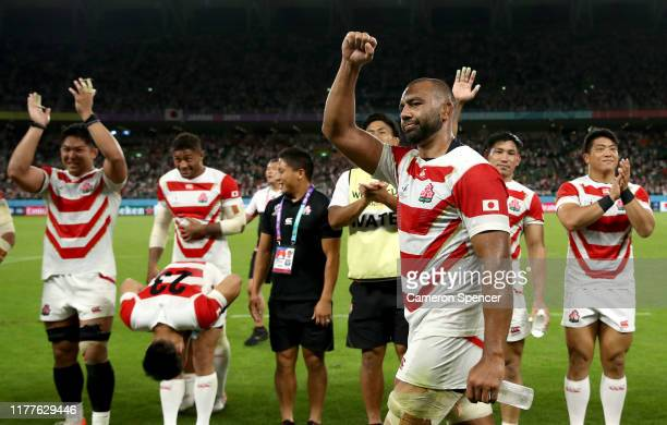 Michael Leitch of Japan celebrates victory following the Rugby World Cup 2019 Group A game between Japan and Ireland at Shizuoka Stadium Ecopa on...