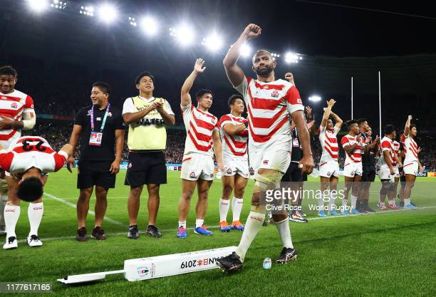 Michael Leitch of Japan celebrates victory with his team mates during the Rugby World Cup 2019 Group A game between Japan and Ireland at Shizuoka...