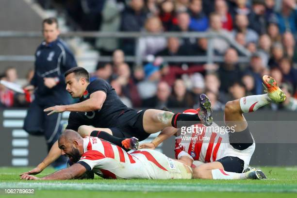 Michael Leitch of Japan scores the second try during the Quilter International match between England and Japan at Twickenham Stadium on November 17...