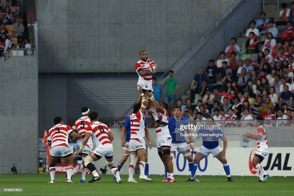 Michael Leitch of Japan wins a lineout during the rugby international match between Japan and Italy at Noevir Stadium Kobe on June 16, 2018 in Kobe, Hyogo, Japan.