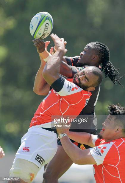 Michael Leitch of Sunwolves jumps for the ball on during the Super Rugby match between Sunwolves and Stormers at Mong Kok Stadium on May 19 2018 in...