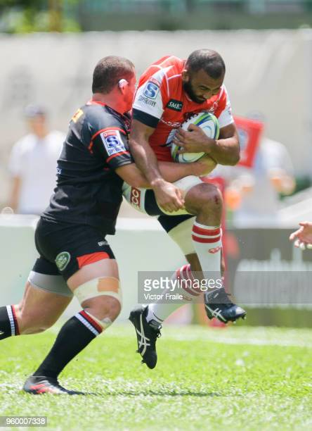 Michael Leitch of Sunwolves moves the ball up against Stormers during the Super Rugby match between Sunwolves and Stormers at Mong Kok Stadium on May...