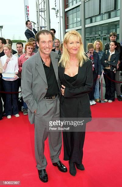 Michael Lesch Ehefrau Christina Keiler SAT 1 Show Verleihung Deutscher Fernsehpreis Köln Coloneum Abendgarderobe Frau