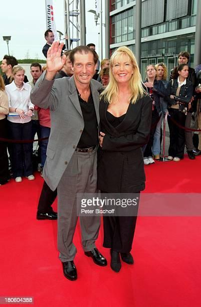 Michael Lesch Ehefrau Christina Keiler SAT1Show Verleihung Deutscher Fernsehpreis Köln Coloneum Kleid Anzug roter Teppich