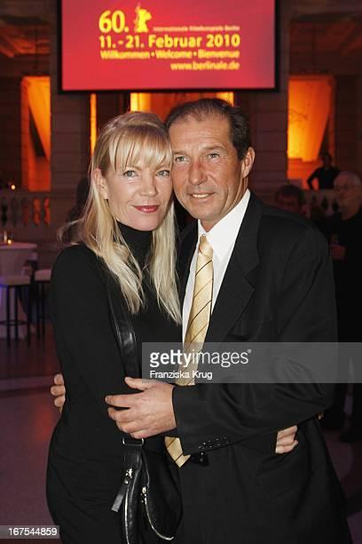 Michael Lesch Und Ehefrau Christina Bei Der Ard Blue Hour Opening Party Bei Der 60 Berlinale In Berlin