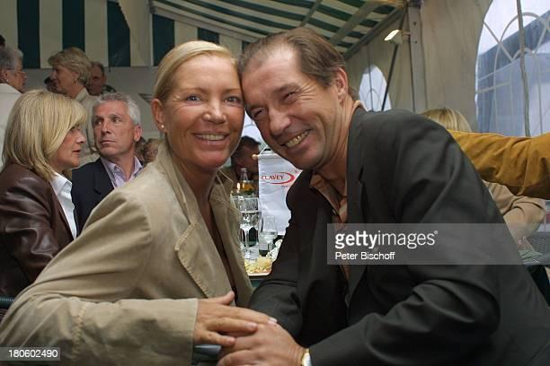 Michael Lesch und Ehefrau Christina KeilerGolfGala während dem GolfTurnier für Uwe SeelerStiftung Achim GrothennsGasthof Party Frau