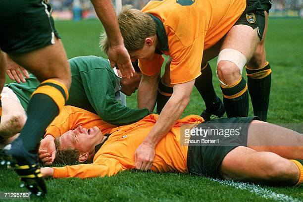 Michael Lynagh of the Wallabies scores the match winning try during the Rugby World Cup semifinal match between Australia and Ireland at Lansdowne...