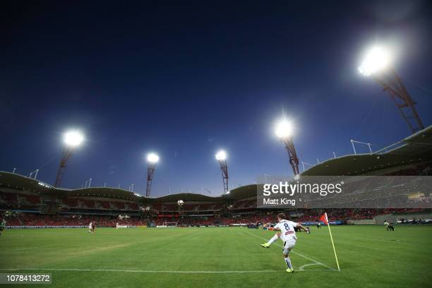 Michael Mcglinchey of the Mariners takes a corner during the round seven ALeague match between the Western Sydney Wanderers and the Central Coast...