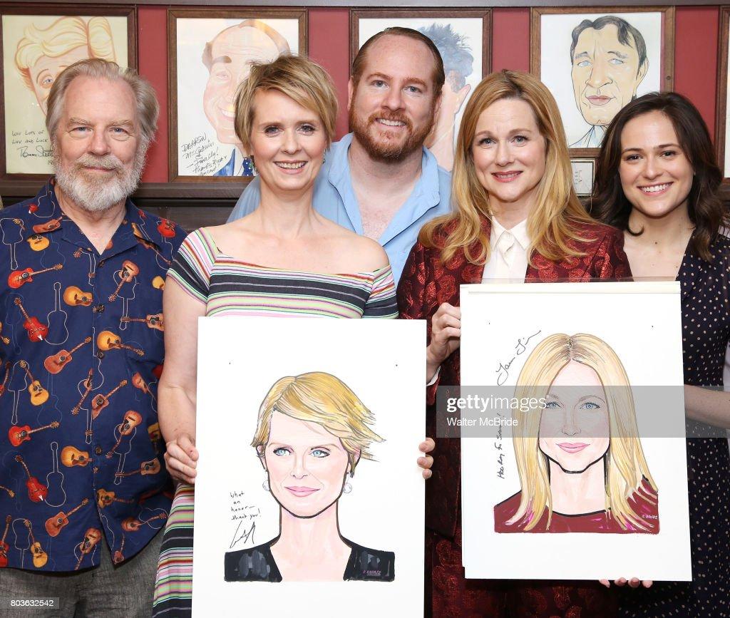 Laura Linney & Cynthia Nixon Sardi's Portraits Unveiling : News Photo