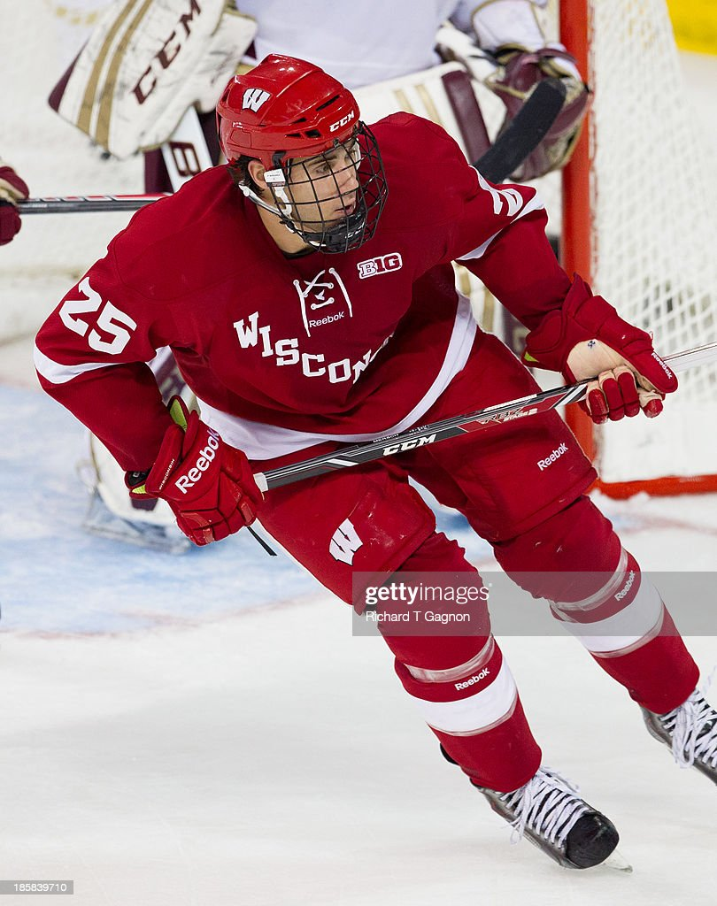 Wisconsin v Boston College : News Photo
