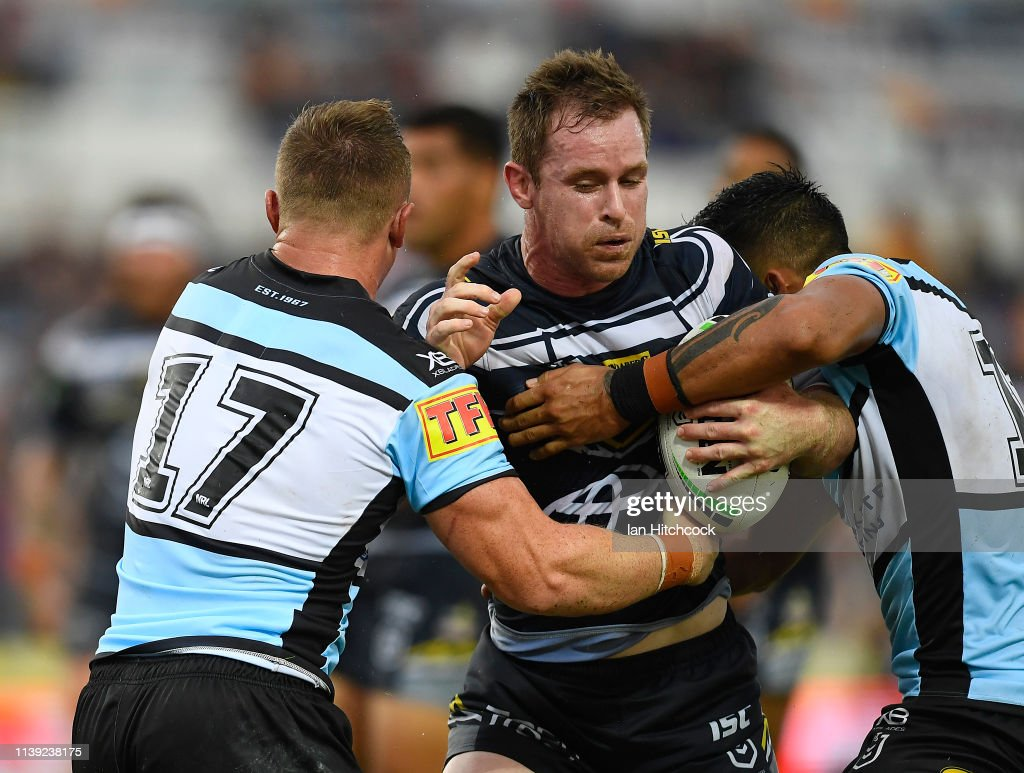 NRL Rd 3 - Cowboys v Sharks : News Photo