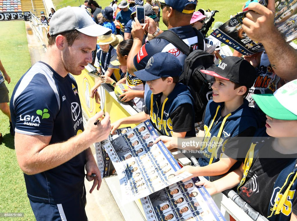 North Queensland Cowboys Fans Session : News Photo