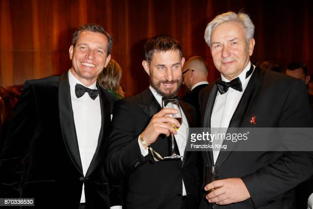 Michael Mronz Clemens Schick and Klaus Wowereit during the 24th Opera Gala at Deutsche Oper Berlin on November 4 2017 in Berlin Germany