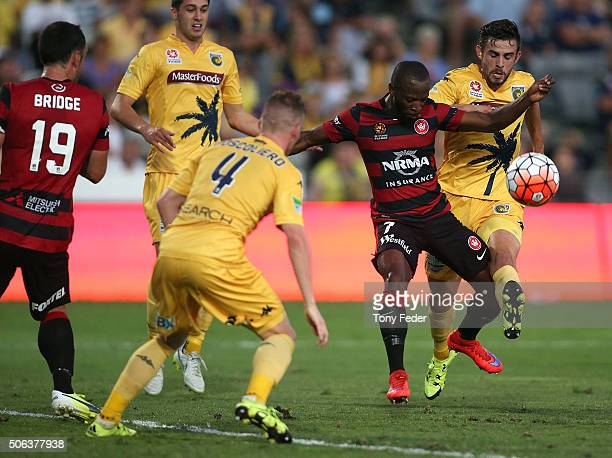 Michael Neill of the Mariners contests the ball with Romeo Castelen of the Wanderers during the round 16 ALeague match between the Central Coast...