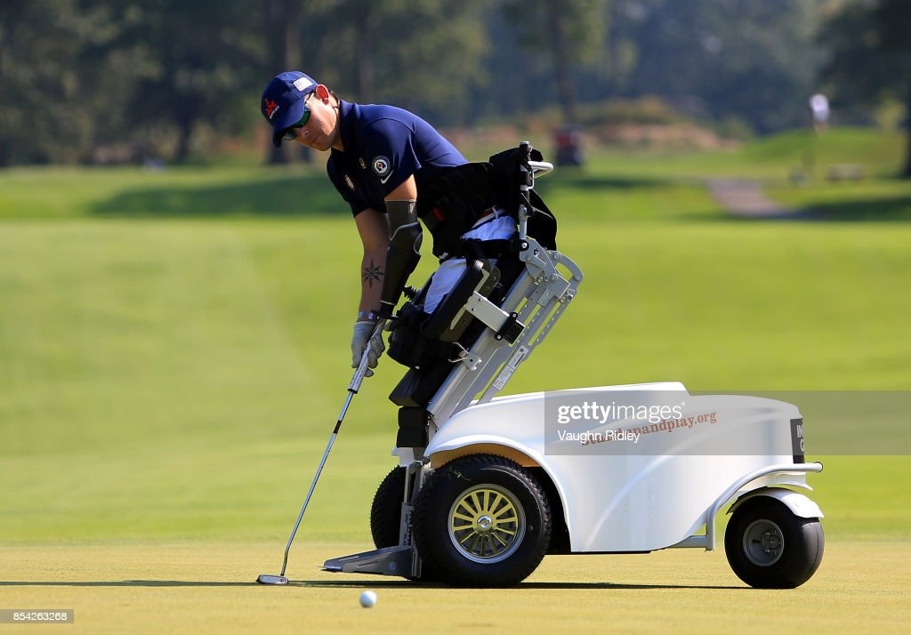 Michael Nicholson of the United States putts on the 10th green in the Men's Golf final during the Invictus Games 2017 at St George's Golf and Country Club on September 26, 2017 in Toronto, Canada.