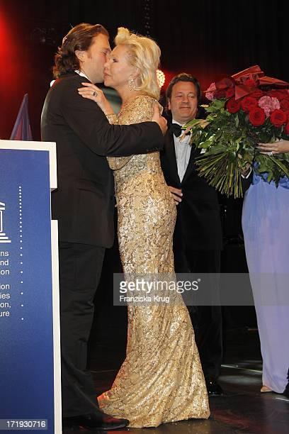 Michael Ohoven Und Mutter Ute Und Markus Jerger Bei Der Unesco Gala Im Maritim Hotel In Düsseldorf