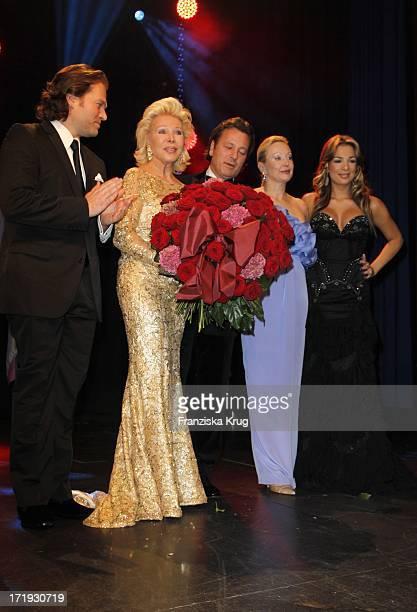 Michael Ohoven Ute Ohoven Markus Jerger Und Tochter Chiara Ohoven Bei Der Unesco Gala Im Maritim Hotel In Düsseldorf