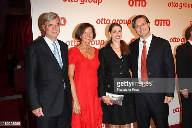 Michael Otto Und Ehefrau Christl Mit Alexander Otto Und Ehefrau Dorit Otto Beim Empfang Zum Dinner Der Otto Group In Den Börsensälen Der...