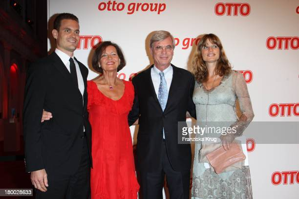 Michael Otto Und Ehefrau Christl Und Tochter Janina Otto Und Sohn Benjamin Otto Beim Empfang Zum Dinner Der Otto Group In Den Börsensälen Der...