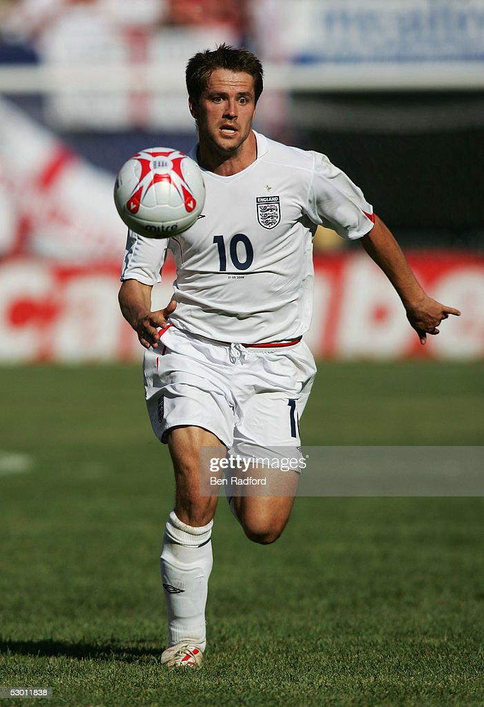 Michael Owen #10 of England runs after the ball during the game against Colombia at Giants Stadium on May 31, 2005 in East Rutherford, New Jersey. England won the game 3-2.