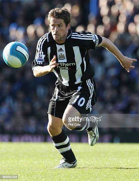 Michael Owen of Newcastle United breaks through during the Barclays Premier League match between Portsmouth and Newcastle United at Fratton Park on...