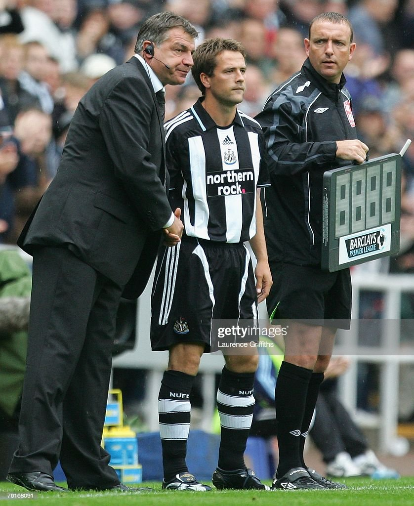 Michael Owen of Newcastle United receives instructions from his Manager Sam Allardyce prior to coming on as a substitute during the Barclays Premier League match between Newcastle United and Aston Villa at St James' Park on August 18, 2007 in Newcastle, England.