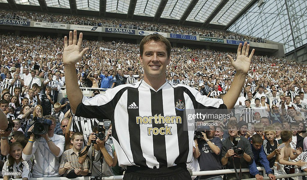 Michael Owen poses after signing for Newcastle United at St James' Park on August 31, 2005.