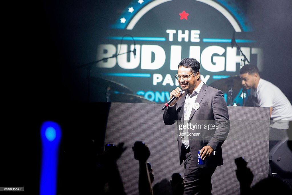 Michael Pena Takes The Stage At The Bud Light Party Convention   Chicago At  Joeu0027s Live
