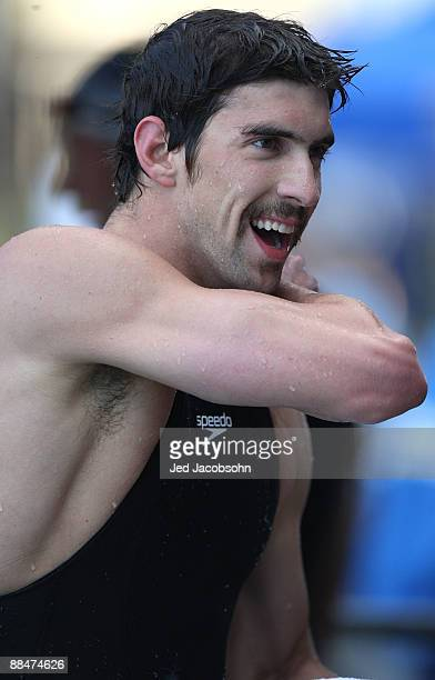 Michael Phelps celebrates after winning the final of the 400m freestyle during the XLII Santa Clara International Invitational Swim Meet on June 13...