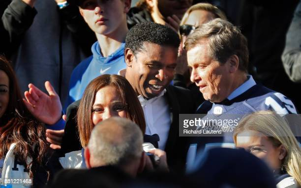 TORONTO ON NOVEMBER 28 Michael 'pinball' Clemons who is the ViceChair of the Argos chats with mayor John Tory during the celebration The Toronto...