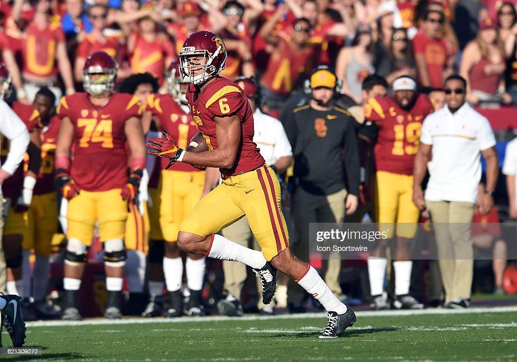 NCAA FOOTBALL: NOV 05 Oregon at USC : News Photo