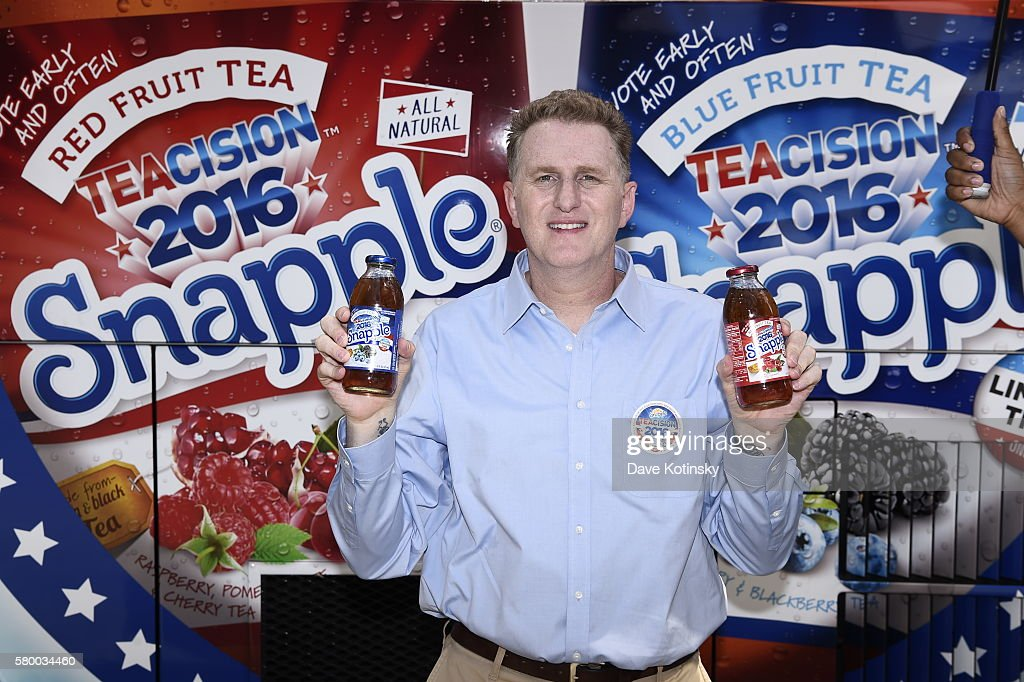 """PA: Michael Rapaport gives Philadelphians a much-needed break from politics at the Snapple """"TEAcision"""" Break State Bus"""