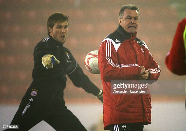 Michael Rensing and Ottmar Hitzfeld head coach of Bayern Munich in action during the Bayern Munich training session at the Pittodrie stadium on...