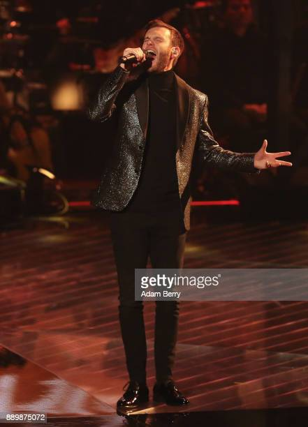 Michael Russ performs during the 'The Voice of Germany' semifinals at Studio Berlin Adlershof on December 10 2017 in Berlin Germany The finals will...