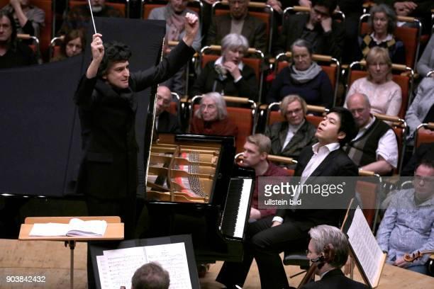 Michael Sanderling leitet das GürzenichOrchester Köln in Begleitung des südkoreanischen Pianisten Sunwook Kim Philharmonie Köln