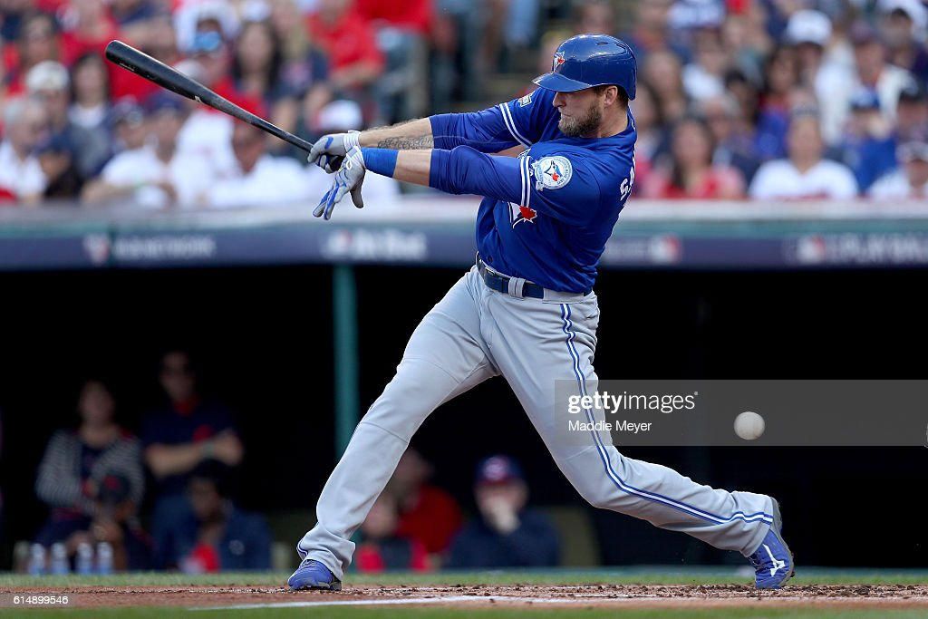 ALCS - Toronto Blue Jays v Cleveland Indians - Game Two : News Photo