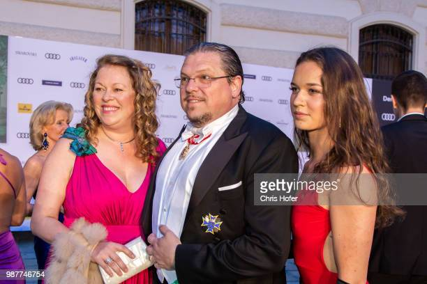 Michael Schade Dee SchadeMcKee and entourage during the Fete Imperiale 2018 on June 29 2018 in Vienna Austria