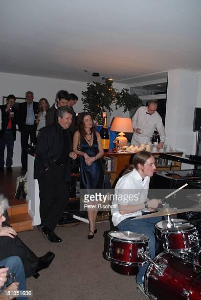 Michael Schanze Freundin Nicole Stifter Sohn Florian am Schlagzeug Konzert Musikgruppe JamKombinat Gäste Party zum 60 Geburtstag von M i c h a e l S...